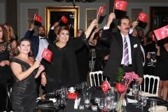 Bursa'nın eğitim duayeni Emine Örnek ve eşi Mahmut Nedim Örnek  10.Yıl Marşı'na coşkuyla eşlik eden isimler arasındaydı.