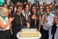 Essplus'ın kuruluş yıldönümü için özel olarak yaptırılan pasta alkışlar eşliğinde kesildi.