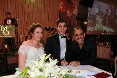 Haluk Levent, sürpriz yaparak düğünlerine katıldığı çiftin nikah şahidi oldu.