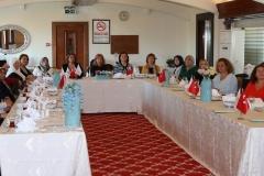 Hasbahçe Sosyal Yardımlaşma ve Dayanışma Derneği üyeleri Süeda Sünnetçioğlu'nun sunumunu büyük bir dikkatle dinledi.
