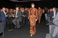 Bursalı tasarımcılar Atıl Kutoğlu, Dice Kayek ve Selma Çilek yaptıkları tasarımlarla Bursa'nın kumaşlarına yeniden hayat verdi.